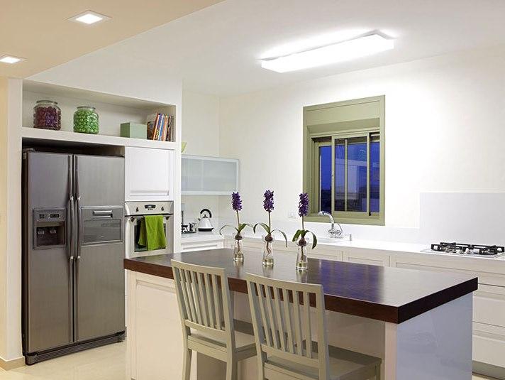 Interni moderni nicchia nel muro - Foro nel muro della cucina per normativa gas ...